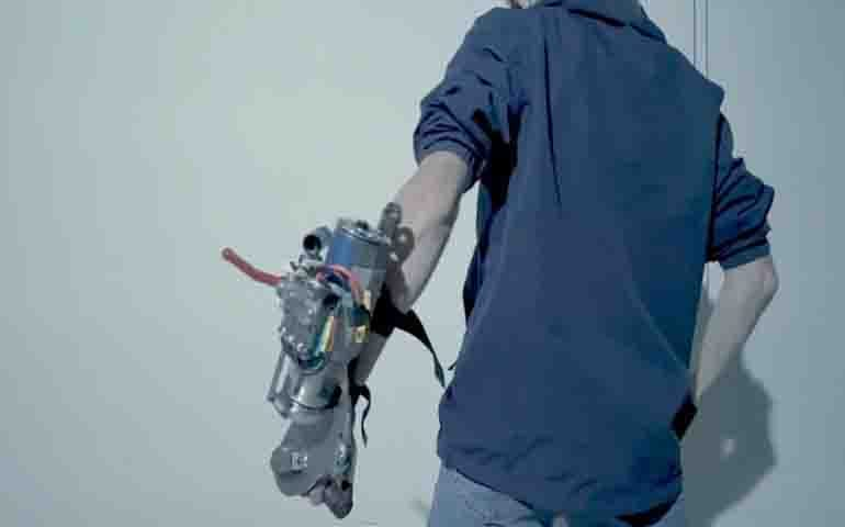 Enthusiast created working grappling hook with arm